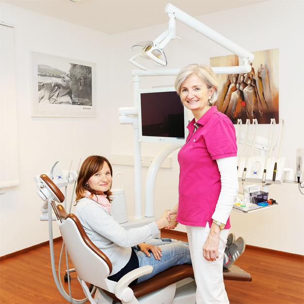 Zahnärztin und Patientin